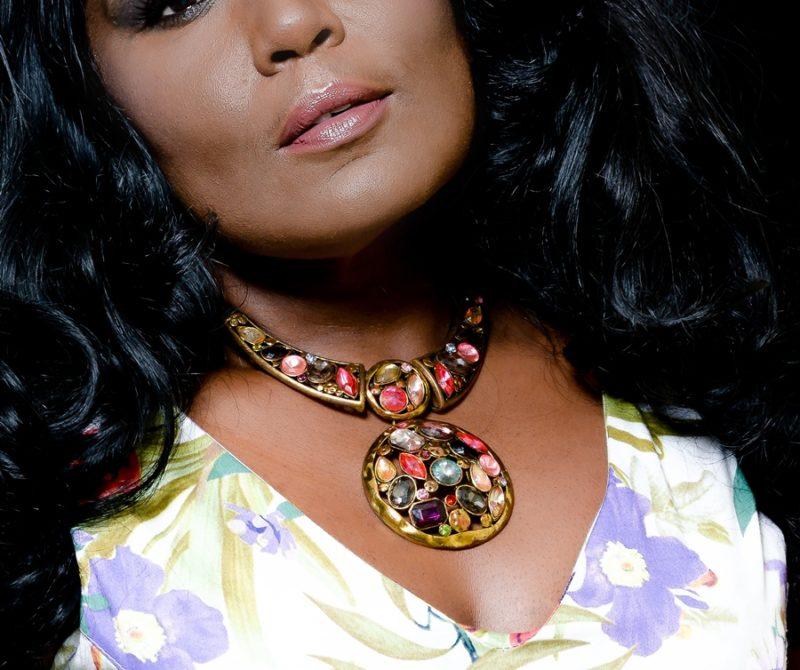 Look da Vez: Vestido Lady Like floral com maxicolar